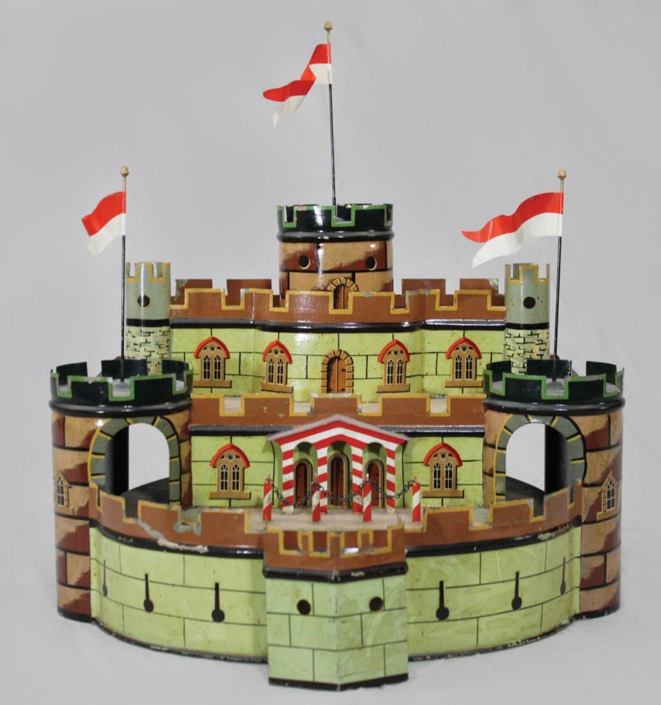 Marklin 3-tiered castle, $28,175, RSL Auction
