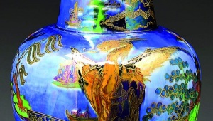 Gavels 'n' Paddles: Wedgwood Dragon King vase, $74,062, James D. Julia, Inc.