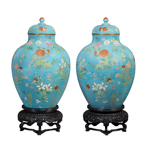 Gavels 'n' Paddles - Pair of Chinese porcelain vases, $1.205 million, Doyle New York