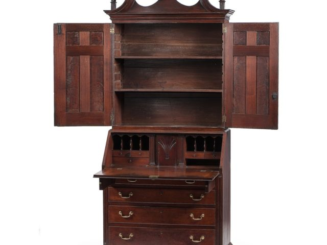 Gavels 'n' Paddles: Kentucky Chippendale desk, $498,750, Cowan's Auctions