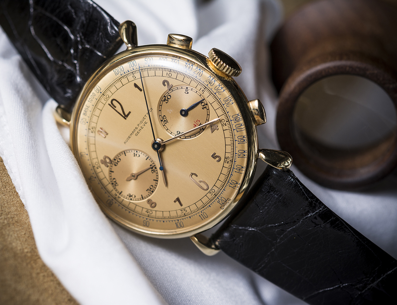 Image of 1942 18kt gold chronograph