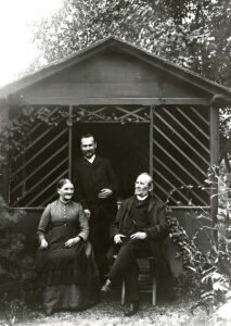 Leopold (seated), Carolina, and Rudolf Blaschka in their garden. photo: The Archives of Rudolf and Leopold Blaschka and the Ware Collection of Blaschka Glass Models of Plants, Harvard University Herbaria