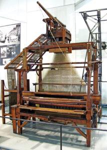 A carpet loom by Carl Engel with a Jacquard machine on top, ca. 1860. Photo by Dmm2va7; CC BY-SA 3.0