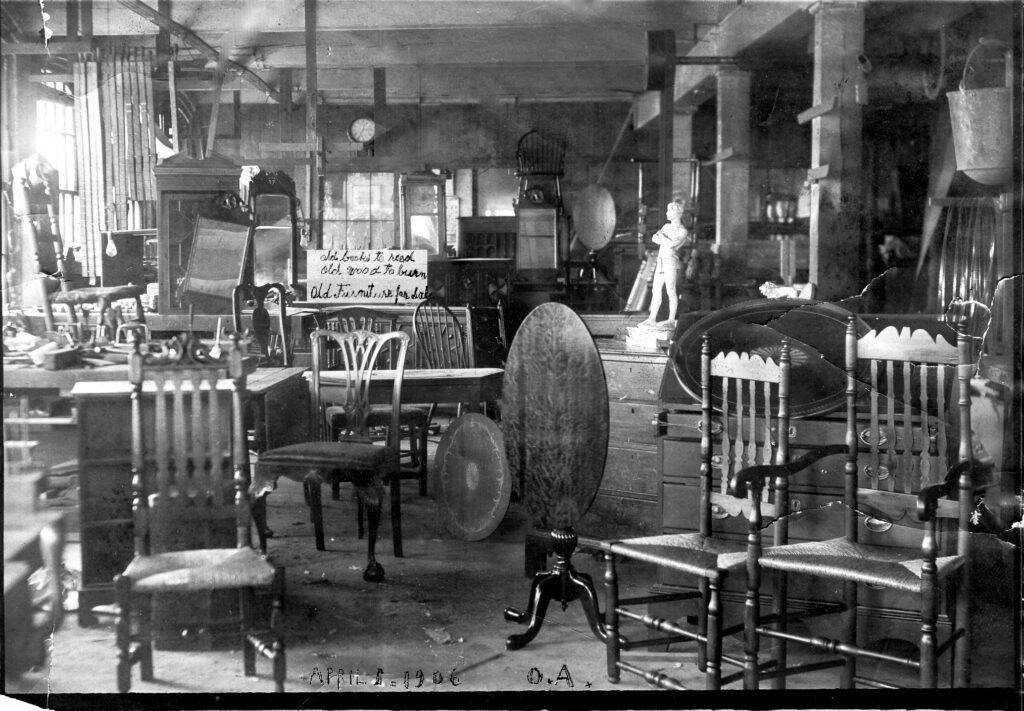 Olaf Althin's showroom in Boston, 1906 photo: Winterthur Library