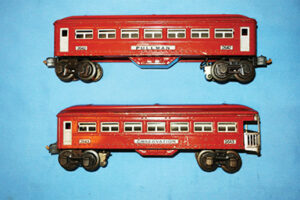 Lionel Pre-war O gauge #2642 and #2643 Pullman and observation passenger cars are currently selling on eBay for $99.95.
